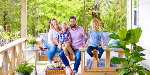 Leg, Jeans, Leisure, Flowerpot, People in nature, T-shirt, Sitting, Vacation, Denim, Outdoor furniture,