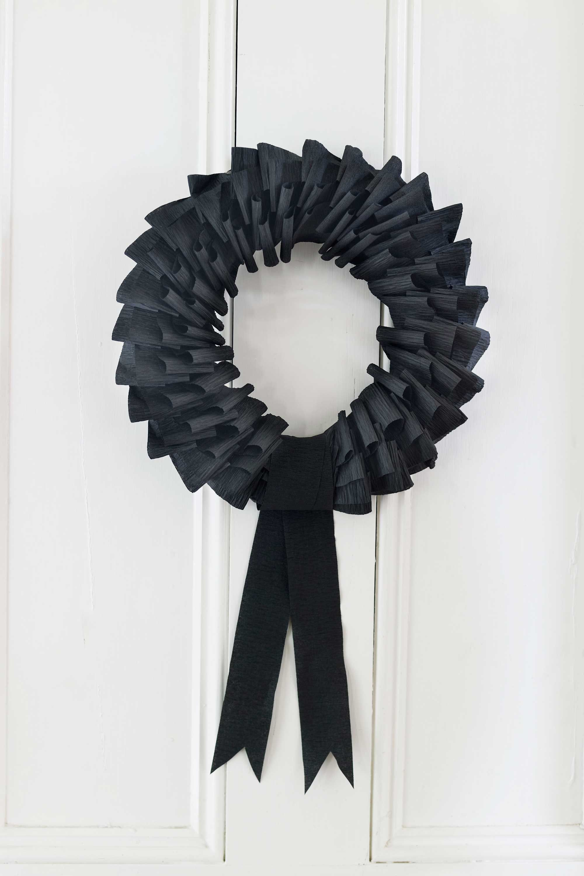 spooky black wreath