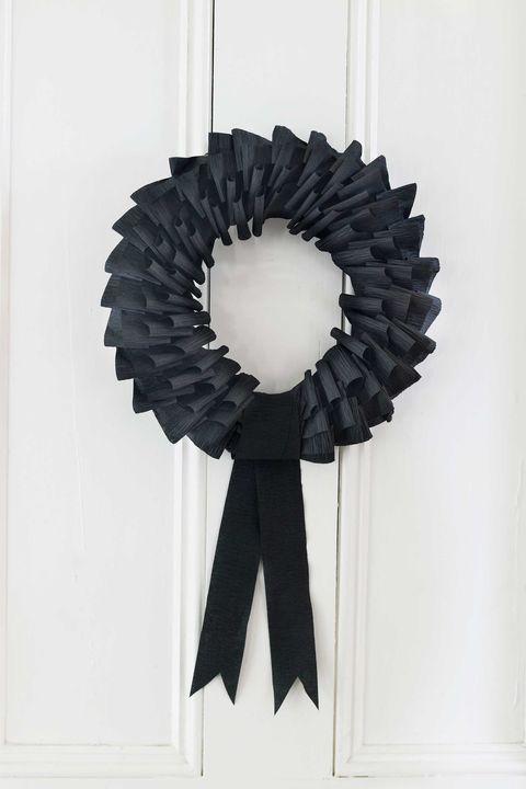 spooky black wreath