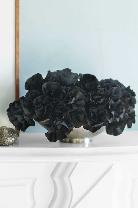 How to make crepe paper flowers diy crepe flower craft spooky black paper flower bouquet mightylinksfo
