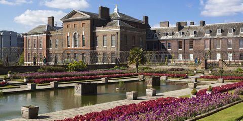 Plant, Garden, Shrub, Lavender, Groundcover, Water feature, Mansion, Villa, Landscaping, Botanical garden,