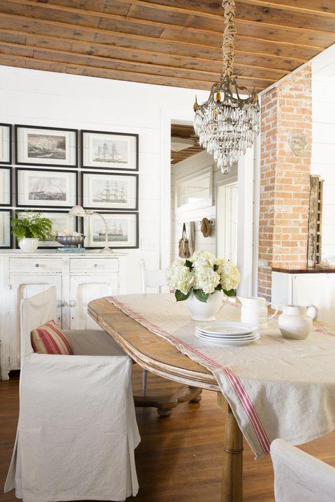 Room, Tablecloth, Interior design, Floor, Ceiling, Home, Linens, Furniture, Serveware, Light fixture,