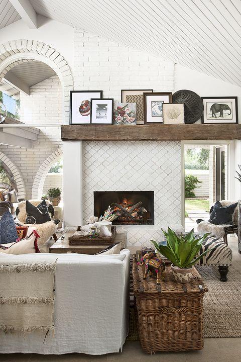 Room, Interior design, Wall, Ceiling, Living room, Interior design, Home, Picture frame, Grey, Basket,
