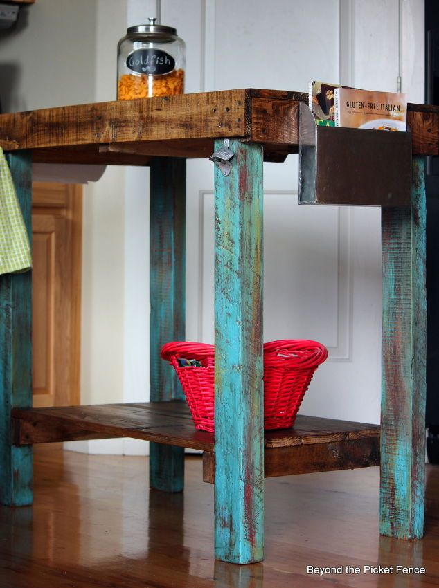 22 DIY Reclaimed Wood Projects