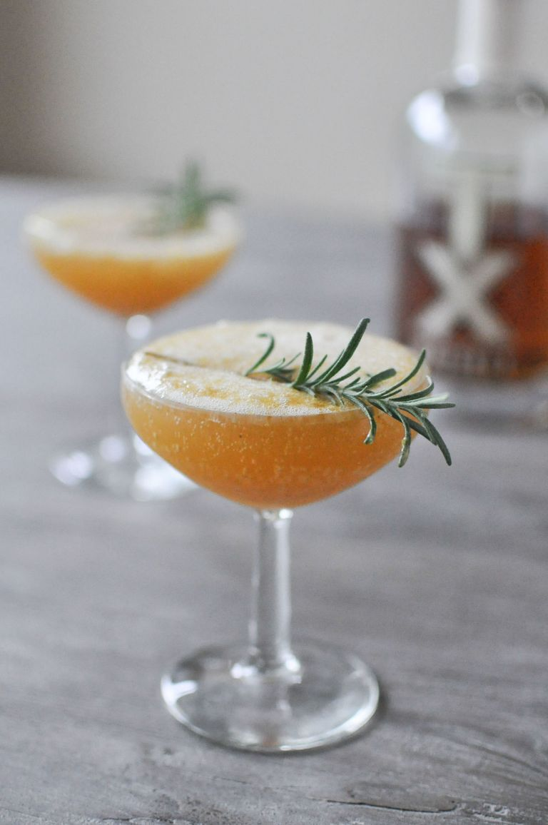 30 Easy Christmas Cocktails