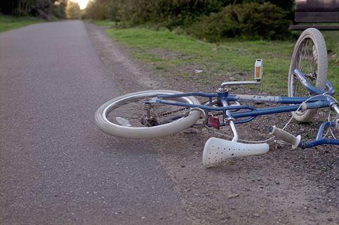 Bicycle tire, Wheel, Tire, Bicycle wheel, Bicycle wheel rim, Bicycle handlebar, Bicycle part, Bicycle frame, Bicycle accessory, Spoke,