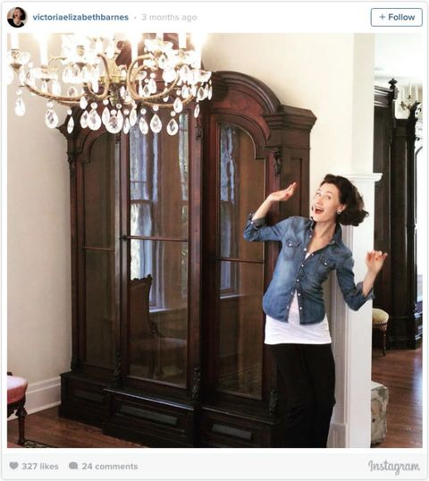 Sleeve, Interior design, Waist, Denim, Chandelier, Street fashion, Light fixture, Interior design, Molding, Photo shoot,