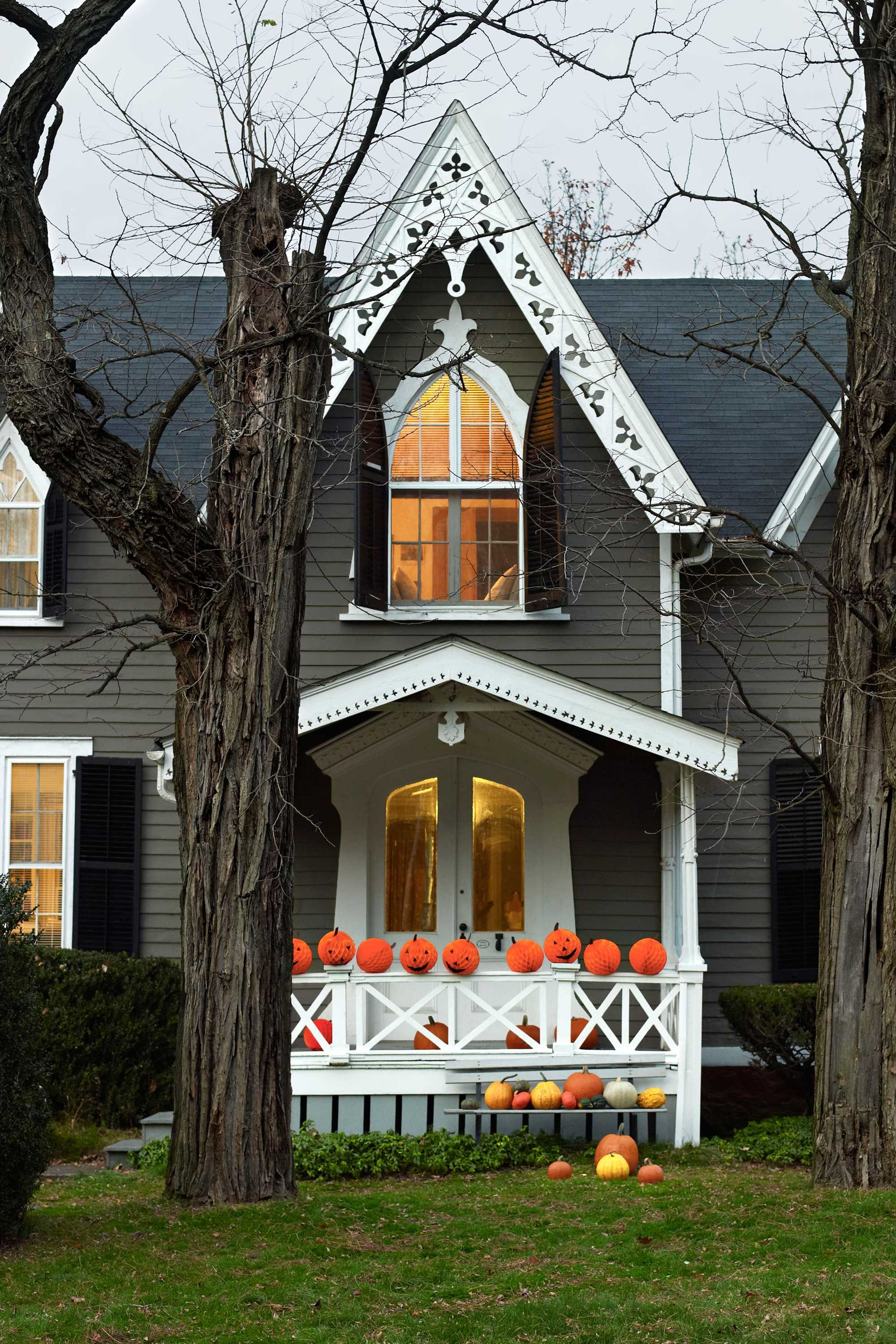 50 Best Outdoor Halloween Decorations - Easy Halloween Yard and