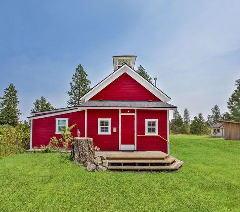 Grass, Window, Property, Land lot, House, Real estate, Roof, Door, Rural area, Facade,