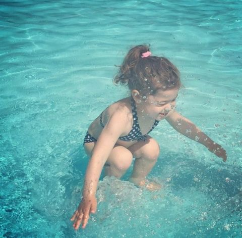 This Picture of a Little Girl Swimming Has Baffled Millions of People