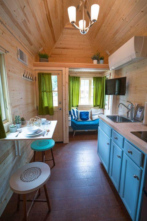 Wood, Room, Green, Interior design, Lighting, Floor, Property, Flooring, Ceiling, Furniture,