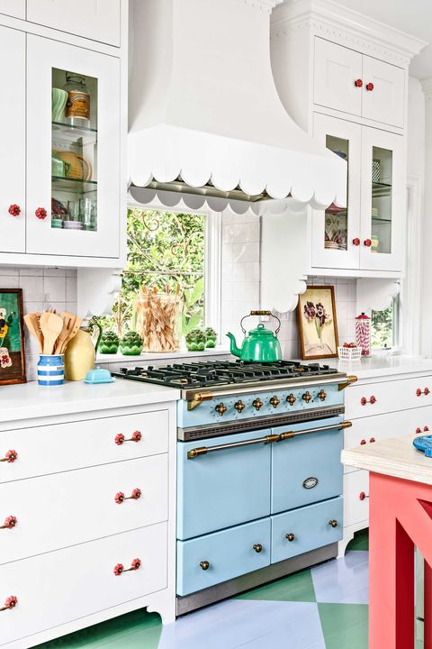 15 Gorgeous Kitchen Range Hoods That Are Eye Candy Not Eyesores The Most Beautiful Kitchen Hoods We Ve Ever Seen
