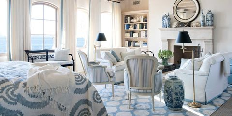 The Clic Combination Of True Blue With Bright White Is Still A Timeless Country Palette Here Are Few Our Favorite Rooms That Wear Colors Well