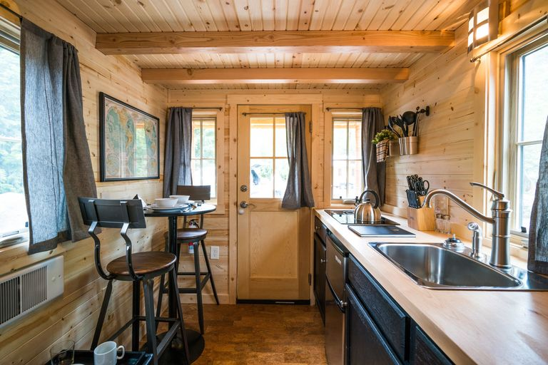 mt hood tiny house village tour oregon tiny house rentals. Black Bedroom Furniture Sets. Home Design Ideas