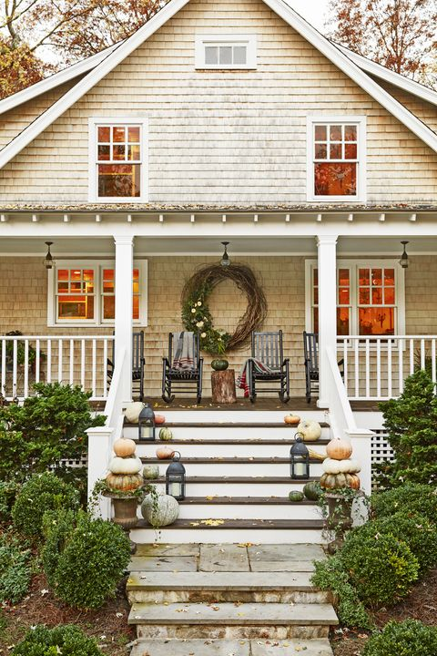 55 Fall Porch Decorating Ideas - Outdoor Fall Decor Ideas Para Mobile Home Porches on persianas para porches, casa de disenos de porches, ideas de porches, decoracion de porches, modelos para porches,