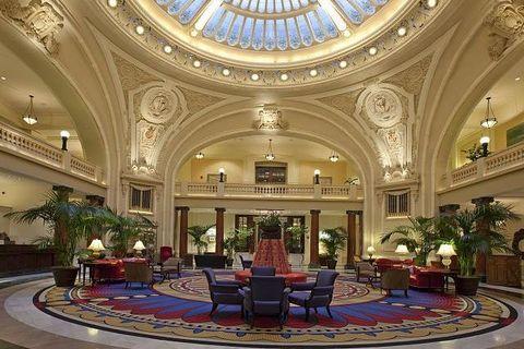 Interior design, Ceiling, Flowerpot, Interior design, Hall, Dome, Houseplant, Lobby, Light fixture, Dome,