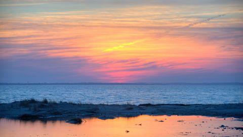 Sky, Horizon, Body of water, Sea, Water, Ocean, Afterglow, Sunset, Wave, Sunrise,