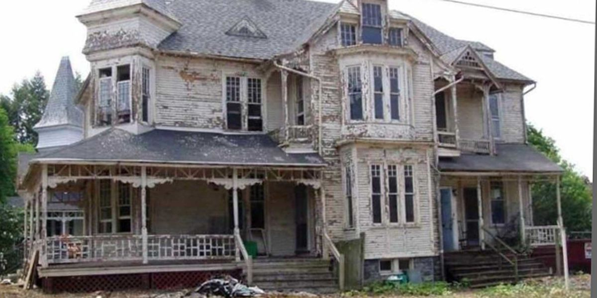 This 'Deteriorated' 1887 Home Just Underwent an Unbelievable Renovation