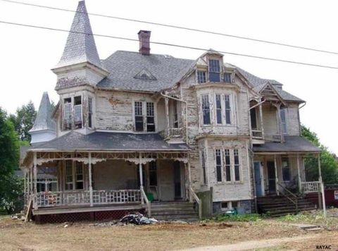 1887 Queen Anne Style Home Makeover