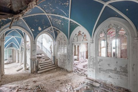 Ceiling, Arch, Fixture, Arcade, Ruins, Daylighting, Vault, Hall, Light fixture, Visual arts,