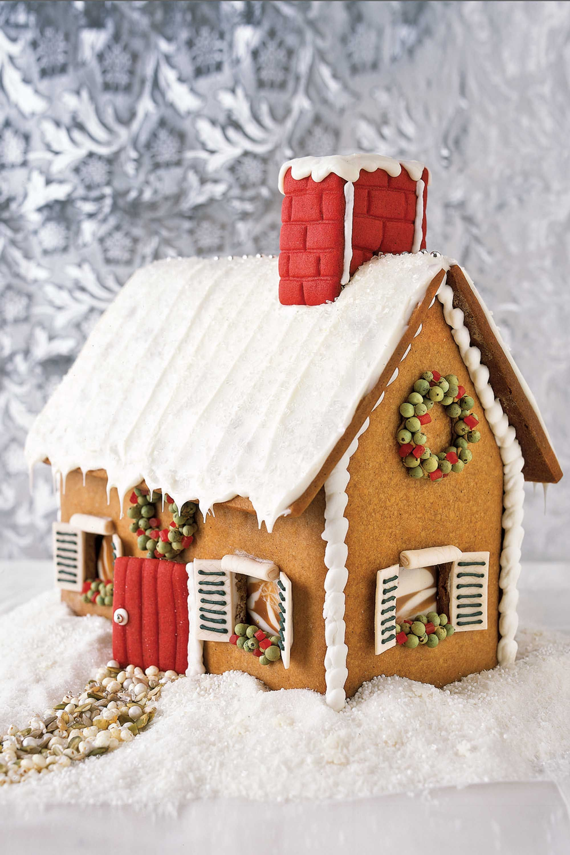 32 cute gingerbread house ideas pictures how to make a gingerbread house - Gingerbread House Christmas Decorations