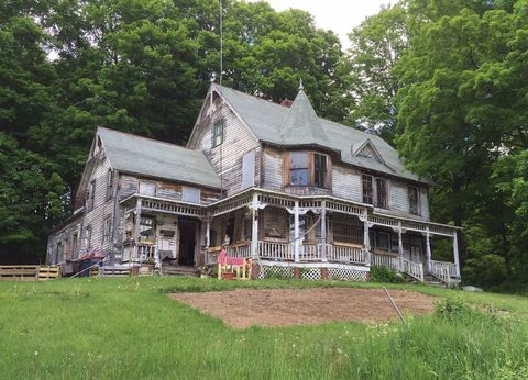 Plant, Property, House, Tree, Home, Building, Real estate, Roof, Land lot, Cottage,