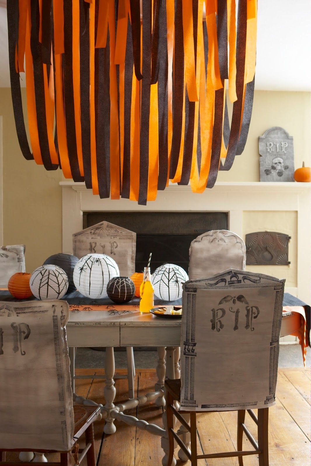 30 Halloween Centerpieces Table Decorations Diy Ideas For Halloween Themed Tables