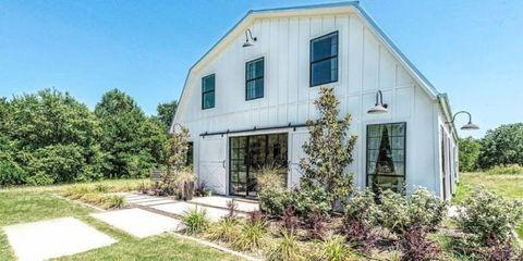 Plant, Property, Real estate, House, Facade, Land lot, Home, Building, Shrub, Fixture,