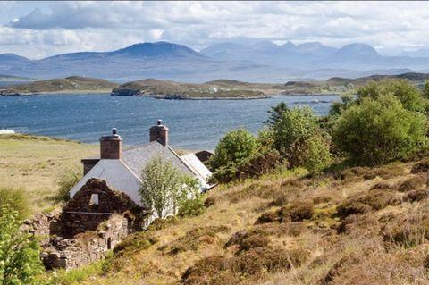 Mountainous landforms, Highland, Natural landscape, Coastal and oceanic landforms, Mountain range, Hill, Bank, House, Rural area, Loch,