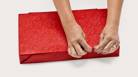 лучший способ обернуть подарок