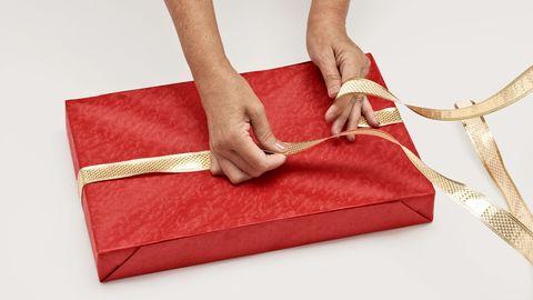 как обернуть подарочную ленту