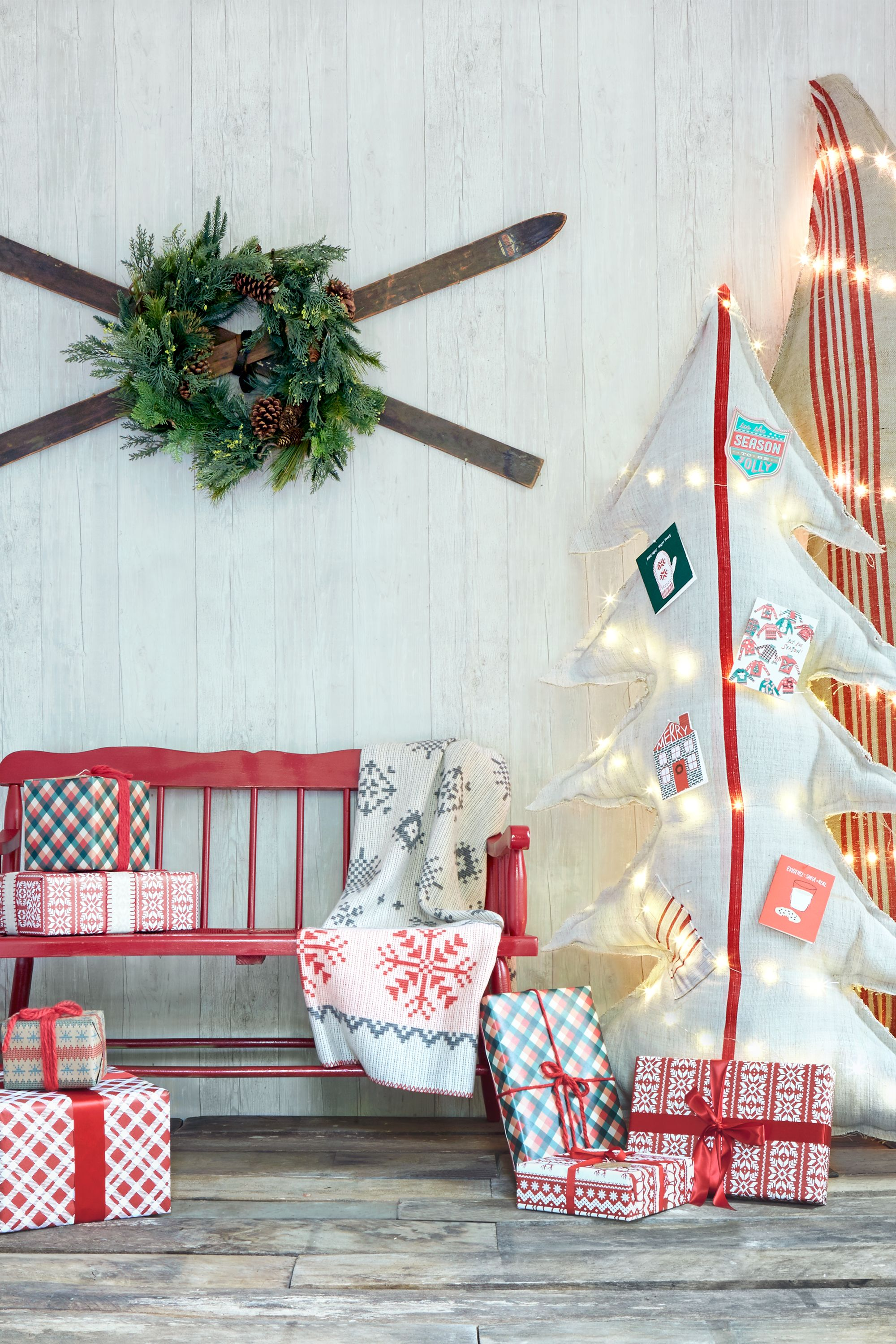 34 outdoor christmas decorations ideas for outside christmas porch 34 outdoor christmas decorations ideas for outside christmas porch decor solutioingenieria Choice Image
