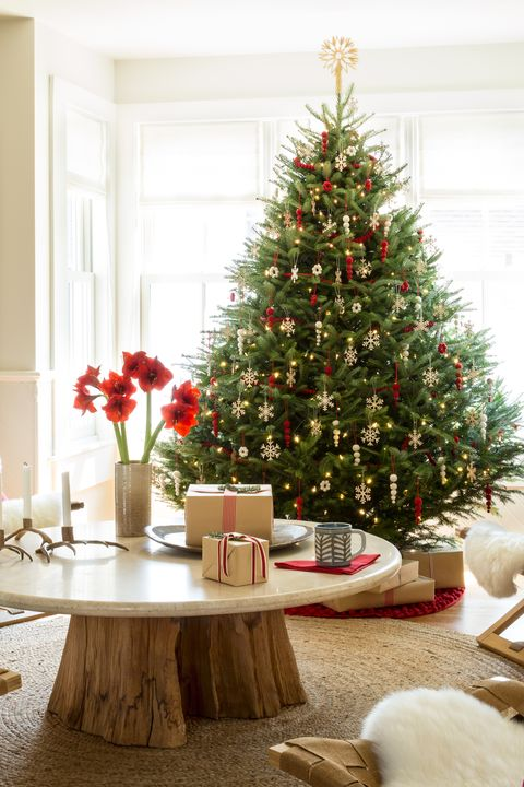 cozy christmas tree - Slim Christmas Tree Decorating Ideas