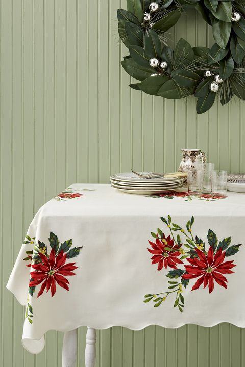 Tablecloth, Textile, Home accessories, Linens, Table, Room, Floral design, Rectangle, Plant, Flower,