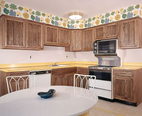 Wood, Room, Interior design, Property, Floor, Furniture, Display device, Drawer, Home appliance, Cabinetry,