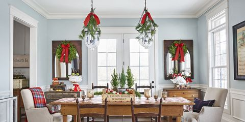 hanging greenery christmas table setting - Christmas Dining Room Table Decorations