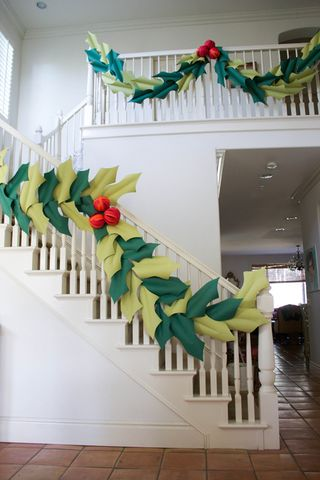 oversized berry and holly garland 3
