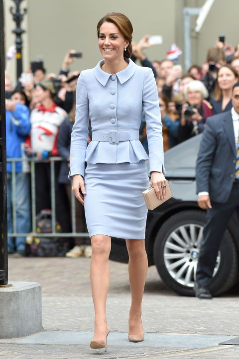 Clothing, Sleeve, Shoulder, Human leg, Joint, Outerwear, Suit, Coat, Formal wear, Style,