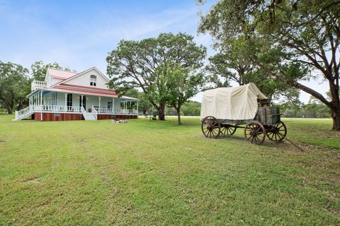 Tree, Land lot, Rural area, Plain, House, Real estate, Wagon, Lawn, Grassland, Human settlement,