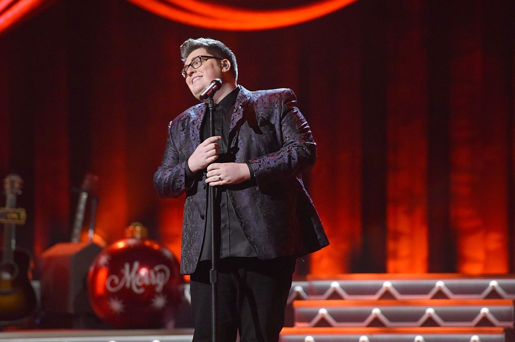 Jordan Smith Performs You\'re a Mean One Mr. Grinch - CMA Country ...