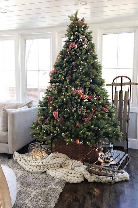 Room, Interior design, Wood, Property, Christmas tree, Christmas decoration, Home, Floor, Interior design, Christmas ornament,