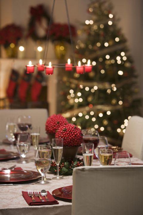 Serveware, Event, Drinkware, Dishware, Glass, Stemware, Tableware, Interior design, Red, Furniture,