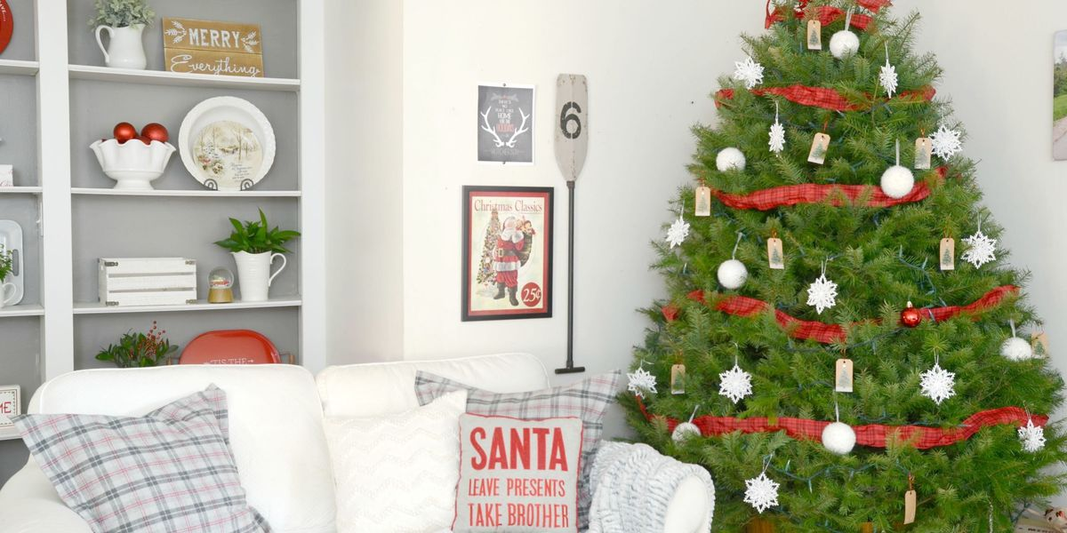 13 Beautiful Ways to Decorate Your Family Room For Christmas