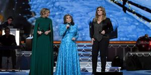 Trisha Yearwood, Loretta Lynn & Jennifer Nettles - Country Christmas - CMA Country Christmas 2016