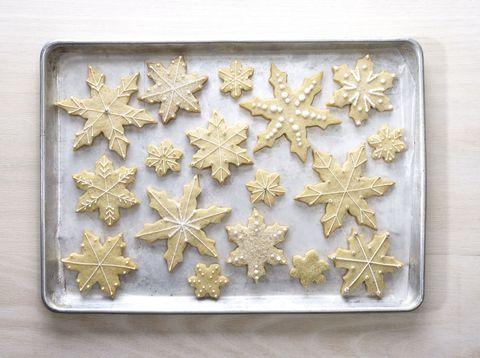 White, Metal, Pattern, Astronomical object, Silver, Snowflake, Star, Brass, Bronze, Gold,