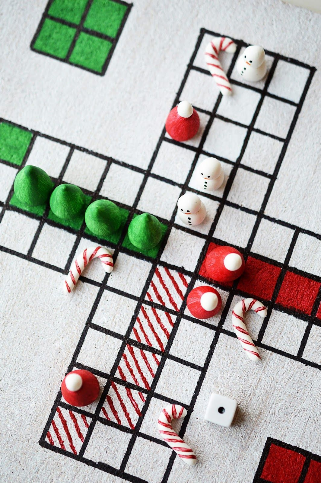 22 Fun Christmas Games Activities For Kids Holiday Kids Table Ideas