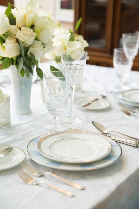 Tablecloth, Serveware, Dishware, Glass, Drinkware, Stemware, Petal, Textile, Flower, Bouquet,