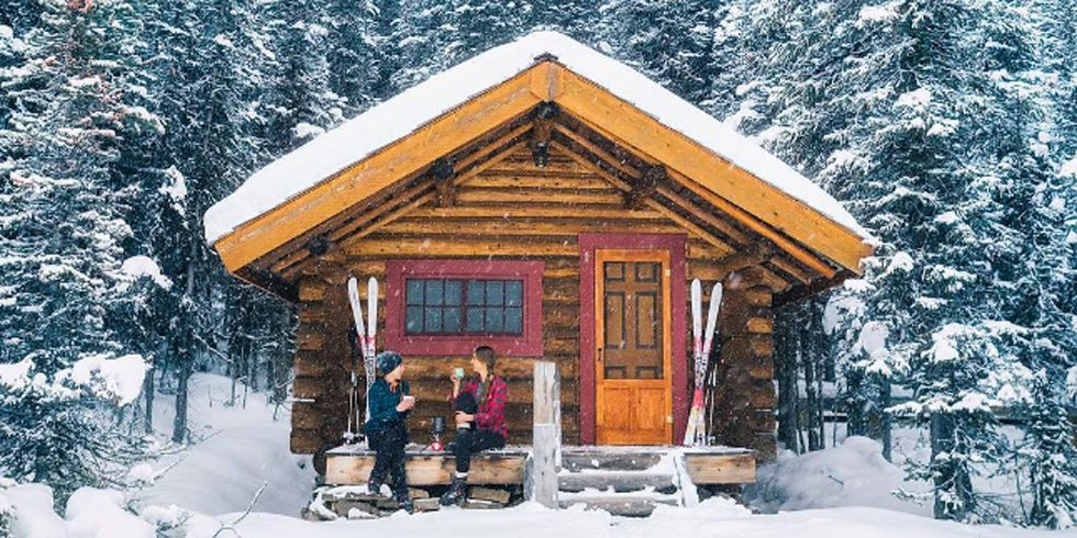 These Cozy Photos Of Log Cabins In The Snow Will Make You Feel Extra
