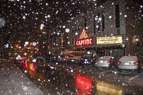 Snow falls in Kentucky