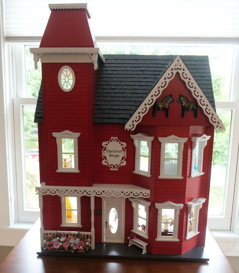 'Legacy Project' Dollhouse Filled With Hidden Mementos